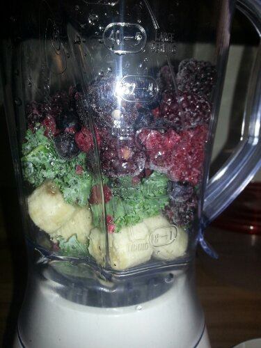 Berry and Kale Fruit Smoothie